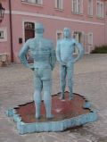 Писающие статуи