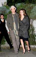 Джоли и Питт на прогулке в Праге