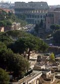 Руины Древнего Рима с видом на Колизей
