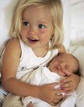 Дочь Питта и Джоли Шилох-Нувель с братиком